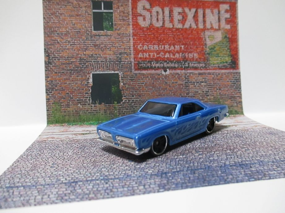 Wall advertising Solexine